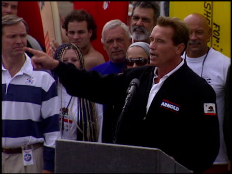 Arnold Schwarzenegger at the Arnold Schwarzenegger Campaign on October 6 2003