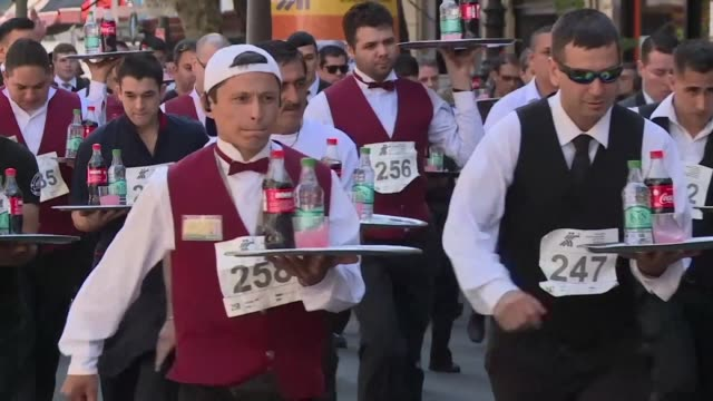 Around 470 waiters and waitresses ran with loaded trays of drinks for 16 kilometers through the center of Buenos Aires as part of a traditional...