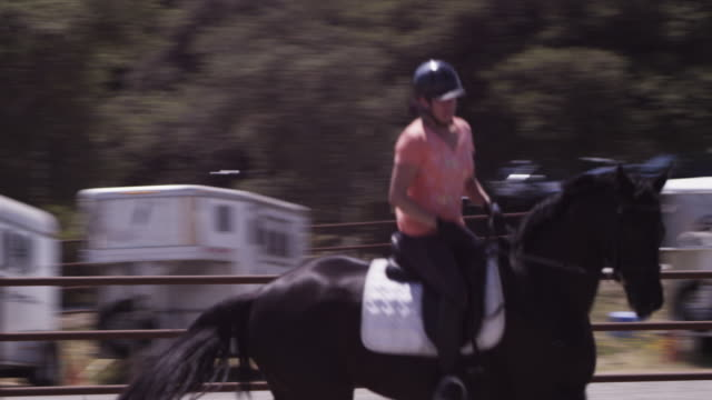 Arriba Vista Ranch, dressage ring, Linda gallops horse in tight circle