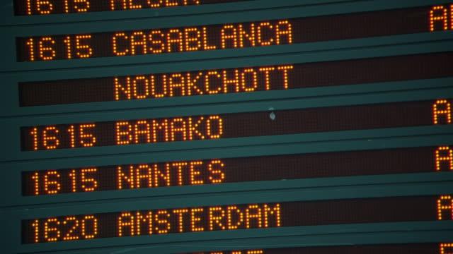 CU TD Arrival departure board at CDG in Paris