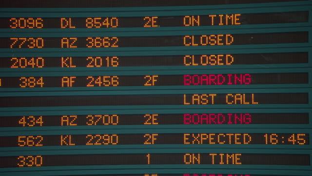 CU Arrival departure board at CDG in Paris