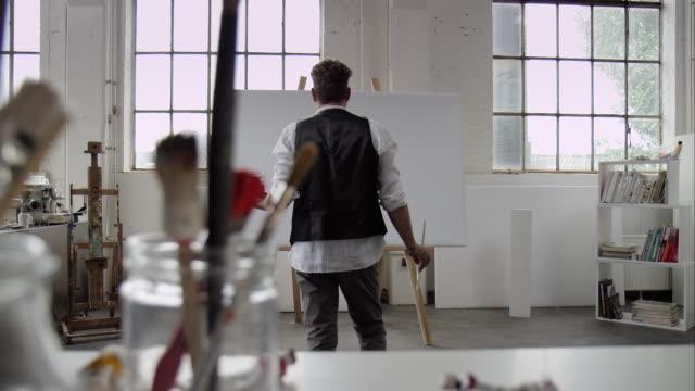 Künstler-Malerei auf Leinwand beginnen