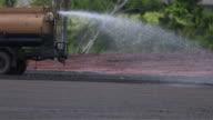 Asfalt wegenbouw en Street weg werkplek met bulldozer bereiden grind en waterpomp