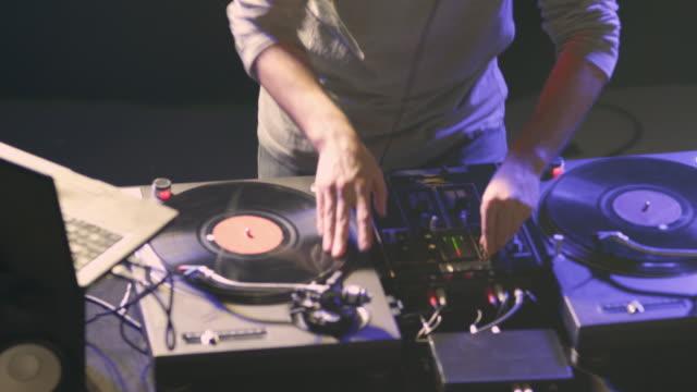 DJ al lavoro