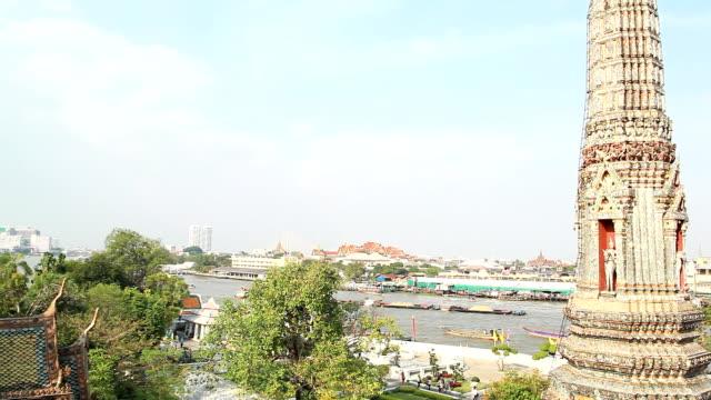 Atmosphere at Wat Arun.
