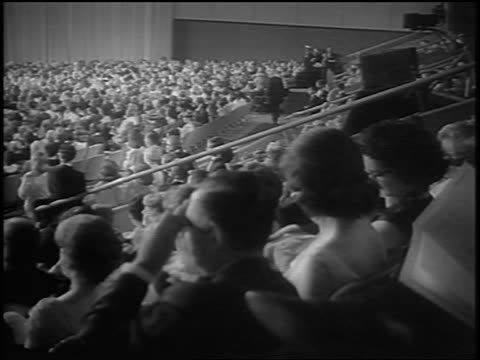 VIEW audience in seats clapping at Academy Awards / newsreel
