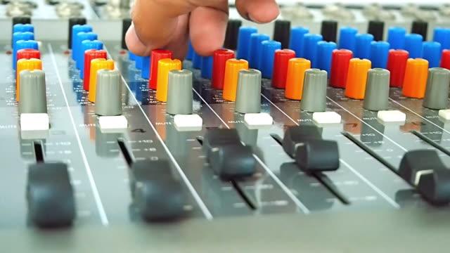 Audio Engineering anpassen auf mischen-Konsole
