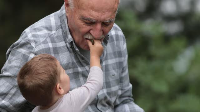 Baby und seinem Opa