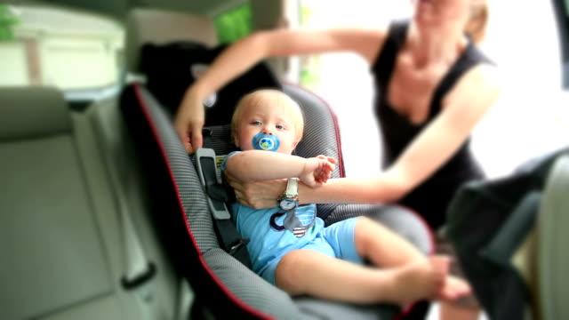 Baby im Autositz-Timelapse