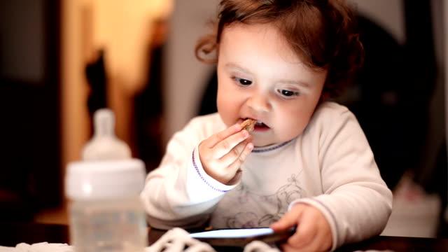 Resultado de imagen para Baby using phone