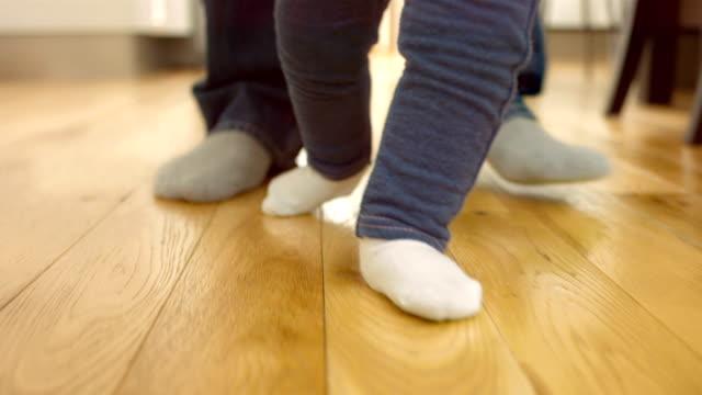 Baby zu Fuß