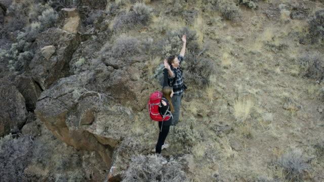 Wandern paar Wandern in einem canyon wilderness