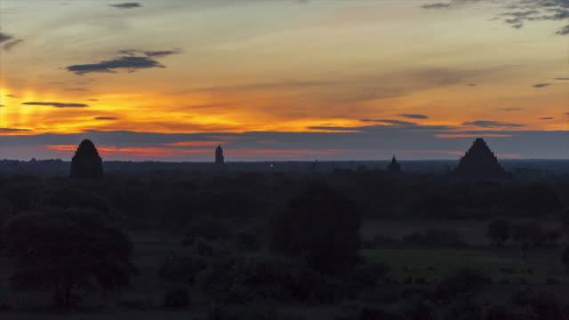 Bagan Archaeological Zone at Sunrise (1) - 4K Time lapse