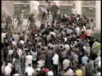 Baghdad EXT Iraqi citizens watching as soldiers place US flag on Saddam Hussein statue Clean feed tape = D0617636 OR D0617635 003000 to 003507 MIX...