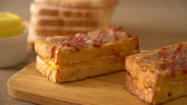 gebackener Speck und Ei-sandwich