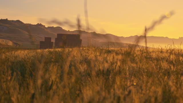 DS Bales in Toskana Landschaft bei Sonnenuntergang