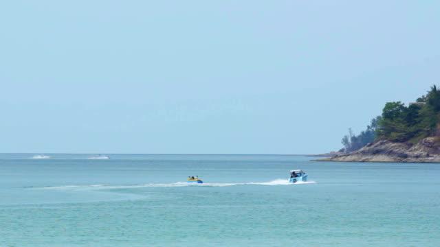 Banana Boat in Strandaktivitäten, Schwenken von
