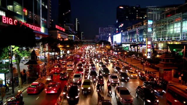 Bangkok rush hour in Ratchaprasong shopping district