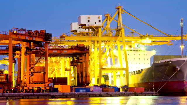 Bangkok Shipyard Hafen Arbeiten bei Sonnenuntergang Zeitraffer Schwenken