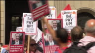 Bank of England staff protesting over low pay