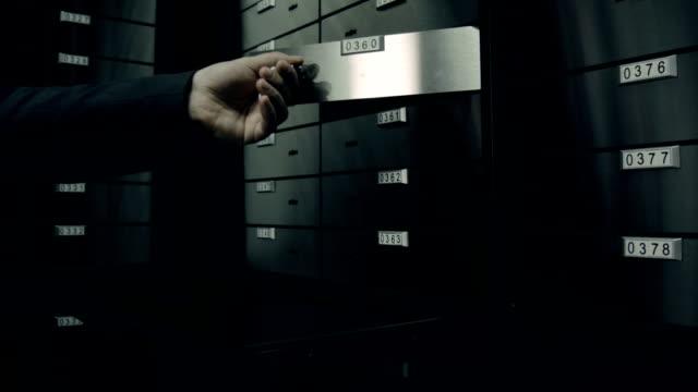 Banca. Sicurezza aprire la porta che conduce in Camera con cassette