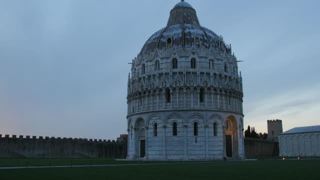 T/L WS Baptistery of St John, dusk to night, Piazza del Duomo, Pisa, Tuscany, Italy