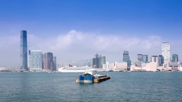 Chiatta spostamento e trasporto su victoria Harbour di hong kong.Time lapse.