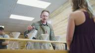 Barista bereitet Kaffee Patron
