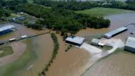 Honkbal velden, parken en scholen, overstroomd in Columbus, Texas na Orkaan Harvey Drone weergave van overstroomd Colorado River