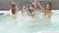 Schönheit im whirlpool