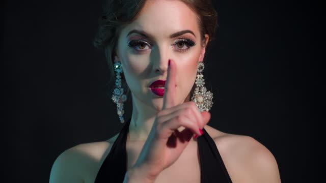 Schöne glamouröse Frau