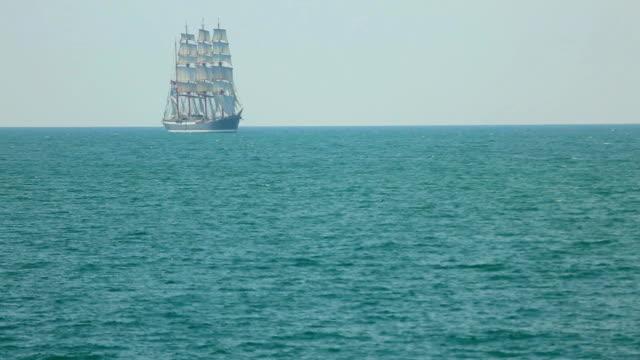 Schöne alte Schiff in vollen Segeln