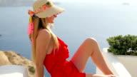 Schöne Santorini & hübsche Frau