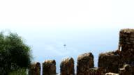 Mooie uitzicht vanaf Alanya kasteel met achtergrond van Sightseeing schip