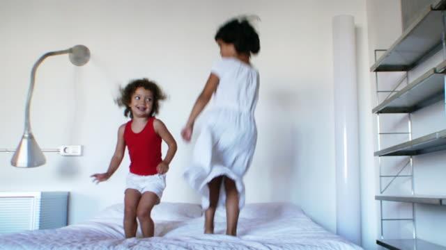 Bett-Jumping-Party