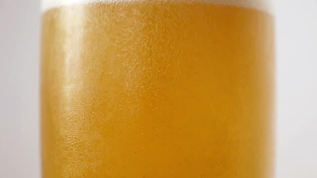 Bubbless Bier und Schaum