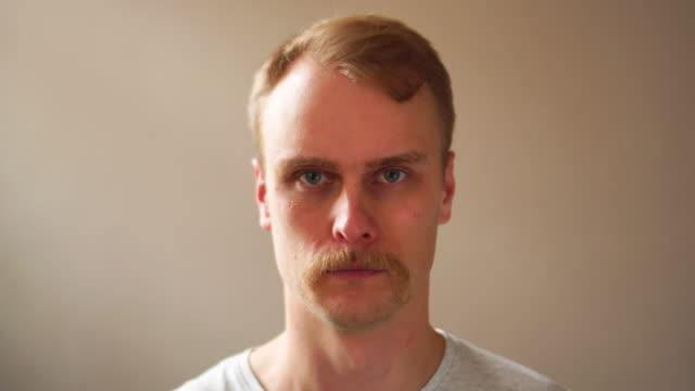Vor und nach Gesichts Bart schneiden, Mann Gesicht schnelle Umwandlung