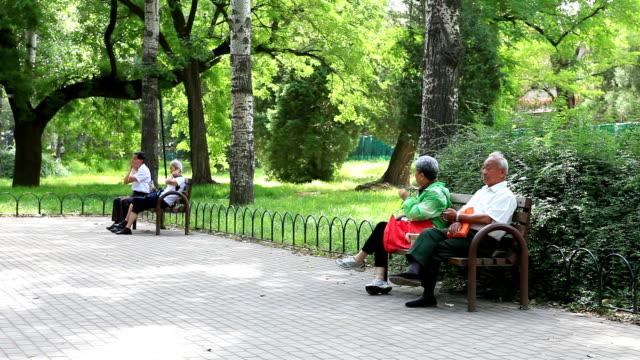 Resultado de imagem para idosos se exercitando na china