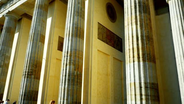 T/L Berlin Brandenburg Gate Tilt Up