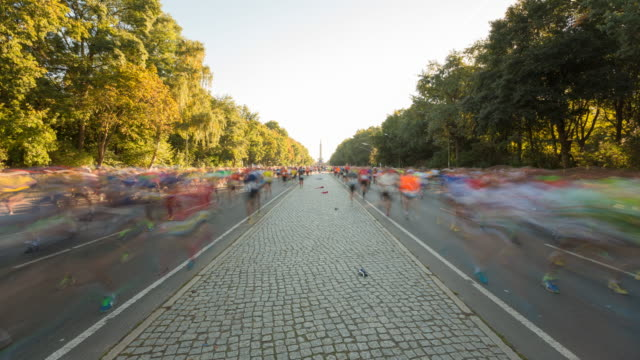 Berlin Marathon Timelapse with Dynamic Blurred Runner