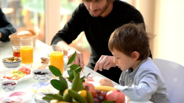 MONTAGGIO IN SEQUENZA: Migliori momenti della tradizionale turca Colazione per tutta la famiglia