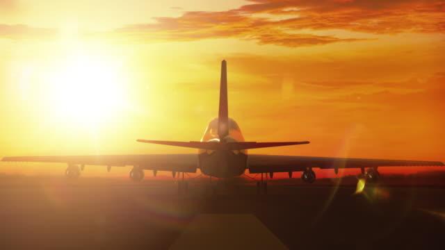 Grote vliegtuig landing op baan in de zonsondergang