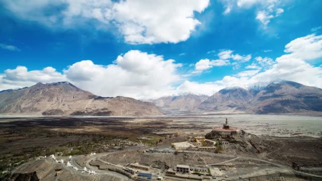 Stora buddha i leh ladakh Indien