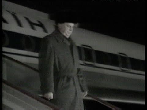 Bill Clinton meets Boris Yeltsin in Moscow POOL Leonid Kravchuk coming down steps of plane