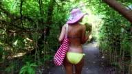Blond meisje op vakantie, Malediven