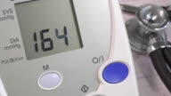 Blood pressure measurement with a digital blood pressure monitor