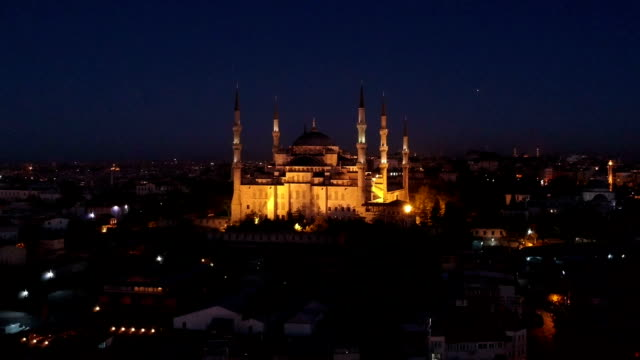 Blauwe moskee in schemering