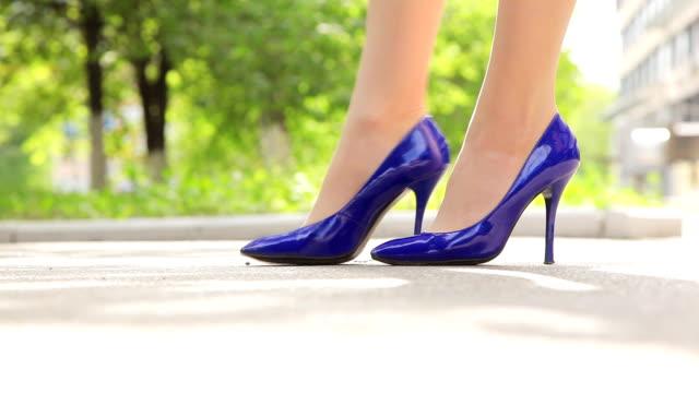 Blaue Stilettos
