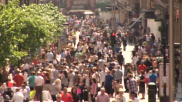 Verschwommene überfüllten street mit Personen-HD & PAL