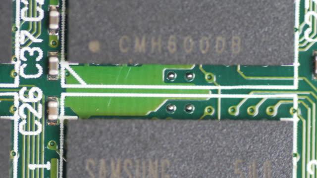 PCB Board batteriegestützte Nahaufnahme von Makro-Objektiv, Schiebetüren von dolly